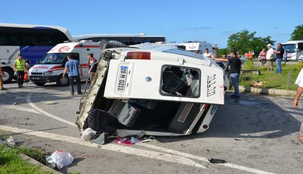 Feci Trafik Kazas�: 24 Yaral�